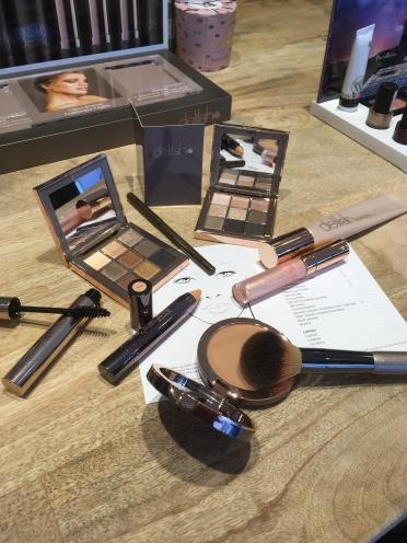 Make-up Ezra Cosmetics